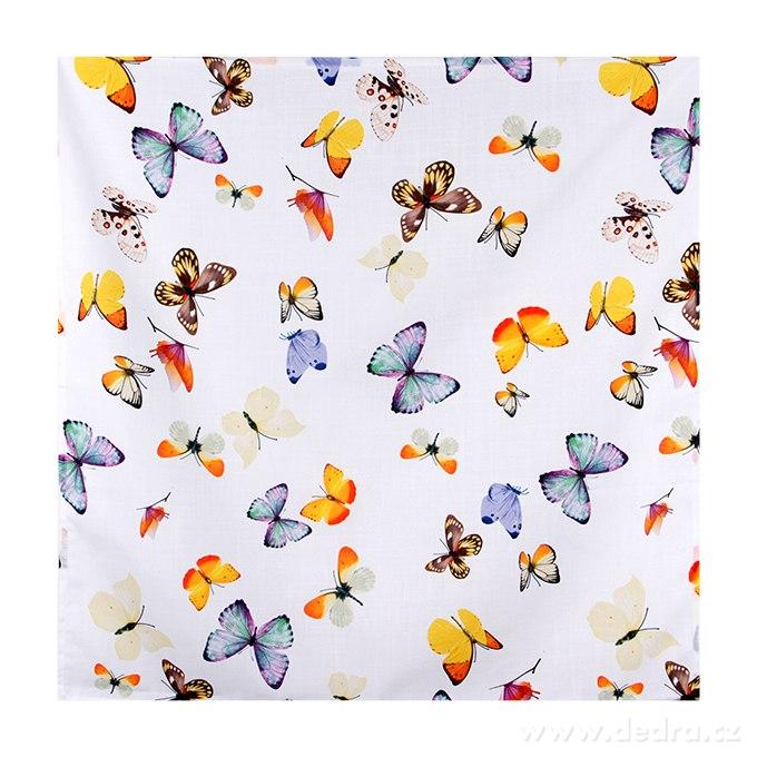 Obrus s motýľmi
