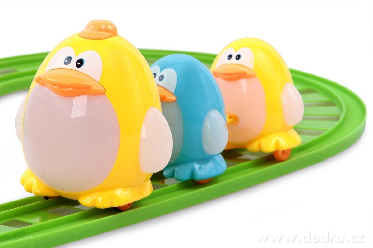 Trio batoliat tučniakov na kolaji